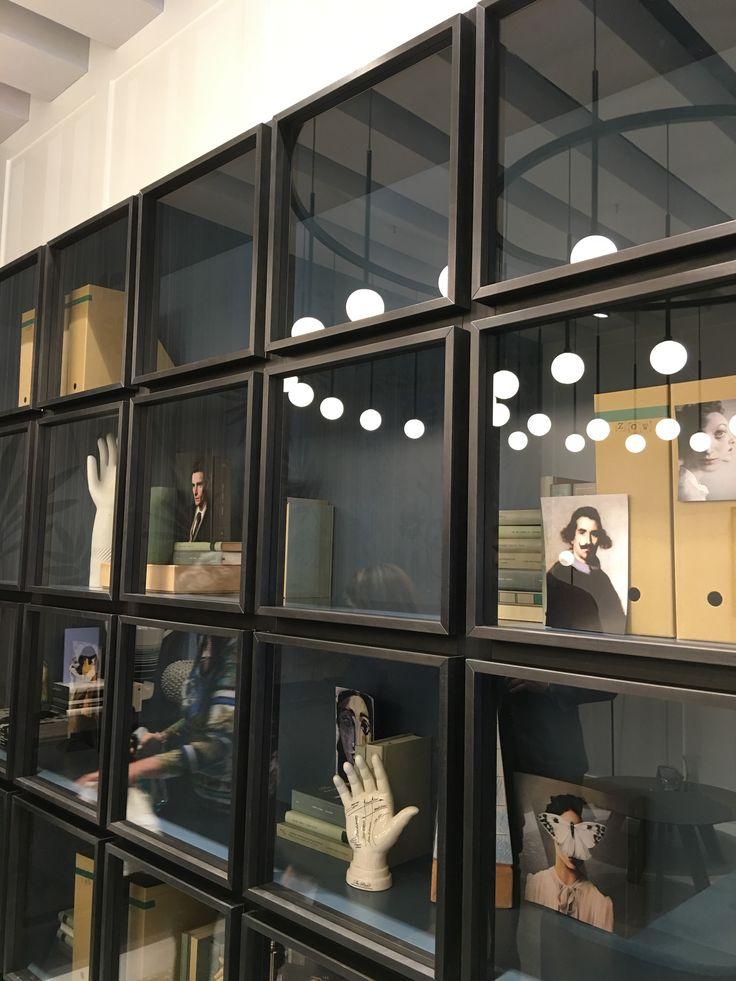 Cubos porta vidro independente. Milão 2016