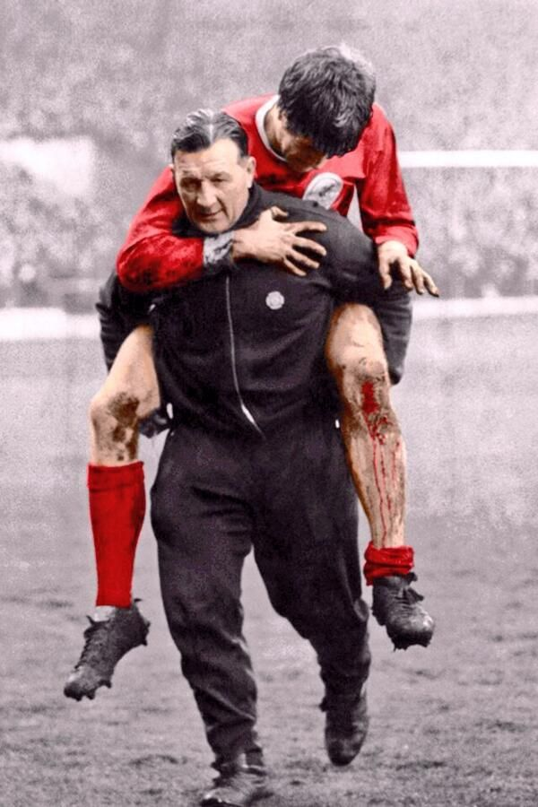 Bob Paisley & a bloodied Emlyn Hughes via @footyphotos1