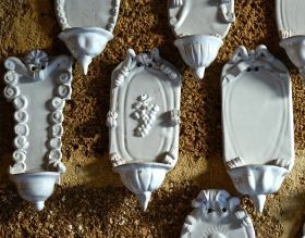 """Stoups """"by lip"""" - ceramic Stoup Mini white Stoups in bas relief, made entirely of clay sculpted, molded and painted by hand, cooking in the oven at more than 1,000 degrees. #artigianato #madeinitaly"""