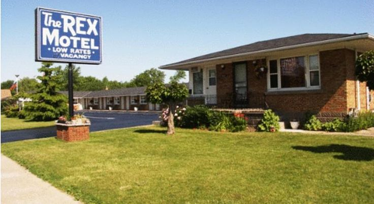 The Rex Motel At Niagara Falls Niagara Falls This Niagara Falls motel in Ontario is 5 minutes' drive to MarineLand and 10 minutes' drive to the Falls. The motel offers free Wi-Fi and free on-site parking.  Each guest room at the Niagara Falls Rex Motel is equipped with cable TV.