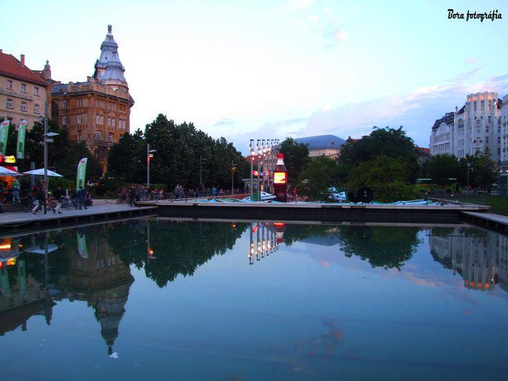 Esti városkép az Erzsébet téri medence víztükrében02