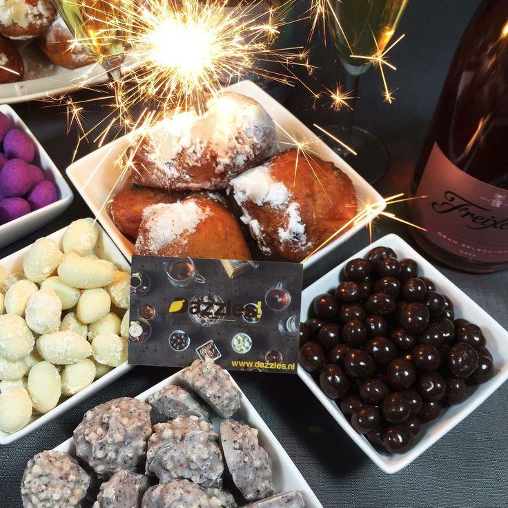 > Dazzles! know's best! <  Dazzles! wenst alle chocoladeliefhebbers een onvergetelijke jaarwisseling toe met veel Dazzles!, champagne en prachtig vuurwerk! Tot volgend jaar   #Dazzles #Chocolade #Chocolate #Dazzle #FeelGood #FeelGoodFood #Weekend #Instafood #Newyearseve #Jaarwisseling #Champagne #Party #Firework #Chocolatelove