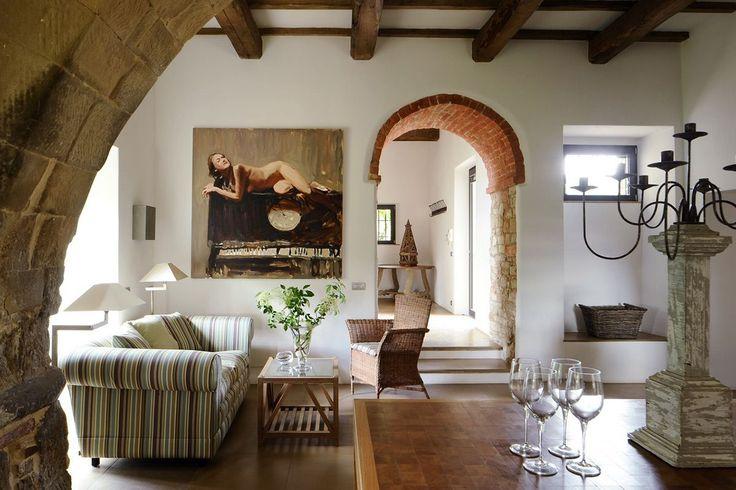 Итальянский стиль в интерьере: гармония и теплота Тосканы для вашего дома http://happymodern.ru/italyanskij-stil-v-interere/ Отделка кирпичом или его имитация в сочетании с деревянными балками популярны в итальянском направлении