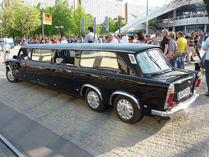 Während seiner langen Bauzeit wurde er nur im Detail weiterentwickelt, sodass er in späteren Jahren letztlich die Erstarrung der DDR-Wirtschaft widerspiegelte. Relativ große Stückzahlen erreichte von 1964 bis 1991 insbesondere der Trabant P 601, der 1989/1990 zu einem Symbol der Wiedervereinigung Deutschlands wurde. Ähnlich wie der VW Käfer entwickelte sich auch der Trabant zu einem Kultfahrzeug mit umfangreichem Freundeskreis