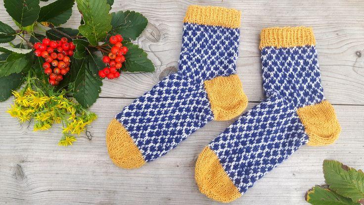 Good Pieces In Life: Syksyiset villasukat - Knitted autumn socks