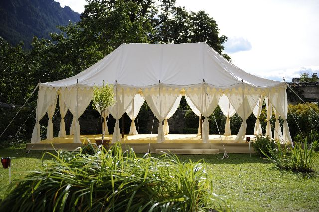 The very amazing Maharaja Tent with a picturesque background, lovely!