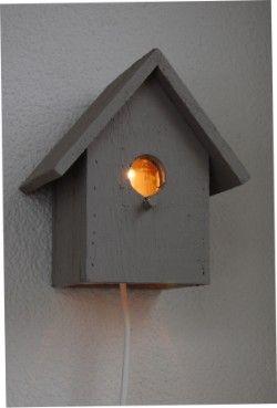 Houten vogelhuislampje. Zo leuk!