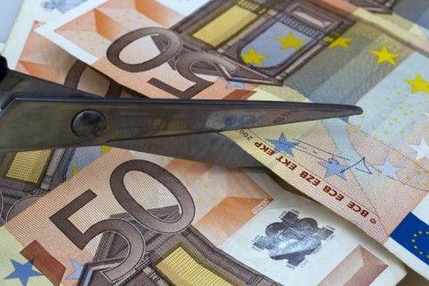 «Κούρεμα» καταθέσεων αν η ΕΚΤ τραβήξει την… πρίζα
