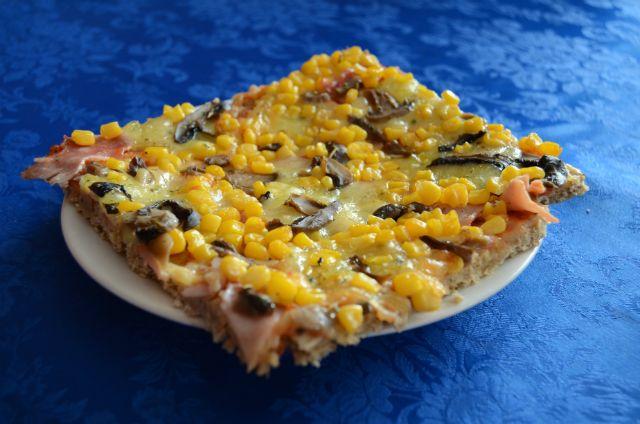Tomuto úžasnému talianskemu jedlu odolá málokto.Ja patrím ktej väčšine, ktorá pizzu doslova miluje. Len čo stým, keď všetci veľmi dobre vieme, že toto jedlo sa považuje za fastfood acesto obsahuje ingrediencie, ktoré do zdravého jedálnička bohužiaľ nepatria. Dávnejšie som pátrala po nejakom recepte, akoby sa dala pizza spraviť tak, aby som nemala výčitky, keď na… Continue reading →