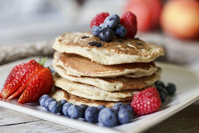 ¡Rico, rico, sano, sano! Que la comida saludable está de moda no es novedad, pero ahora la última tendencia son los desayunos. Que si podrige de avena, cookies de avena, yogur con avena y ahora tor...