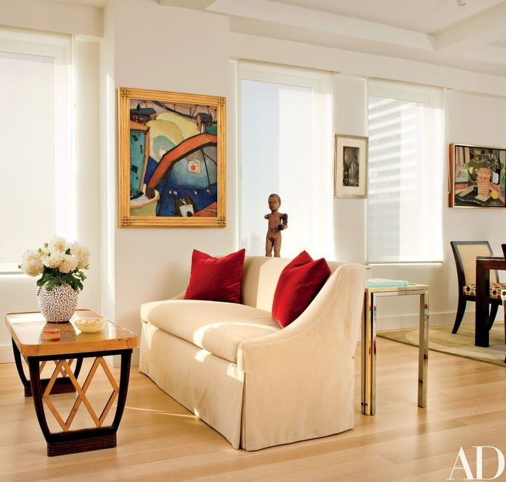The author and his wife, Elaine Joyce Simon, called on interior designer John Barman to design a modern and comfortable interior for writing and entertaining | archdigest.com