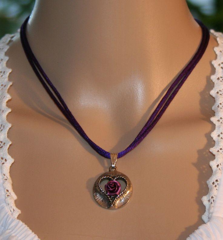 Trachten Halskette mit Herz und Rose, verschiedene Farben von Edelweiss51 auf Etsy