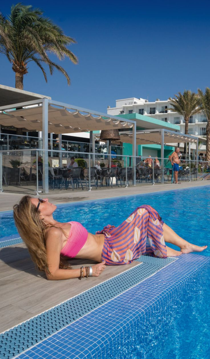 Relax under the palm trees - ClubHotel Riu Costa del Sol - All Inclusive Hotel in Spain