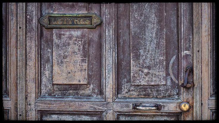 Textures of Guatemala #explore #TravelPics #travelphotographer #streetphotographer #LatinAmerica #CentralAmerica #Guatemala  #VisitGuatemala #Quetzaltenango #TravelPhotography #documentary #reportage #photojournalistic #coolpics #StreetPics #VisitGT #WorldTravelIG #travel #textures #grunge #doors #oldwalls #AmoAntigua