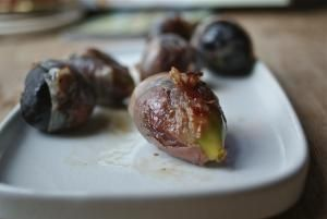 10 Quick, Tasty Fig Recipes: Bacon-Wrapped Figs