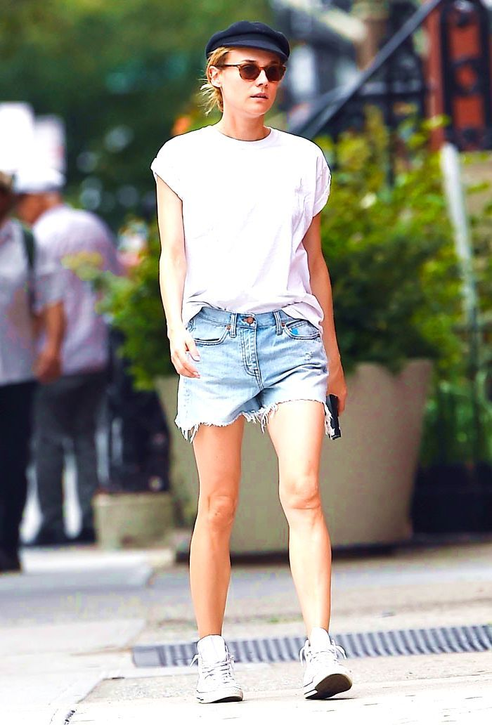 55 Stylish Ways To Wear A Plain White T Shirt In 2017 #white #tshirt #outfit #summer #hipster #spring #casual