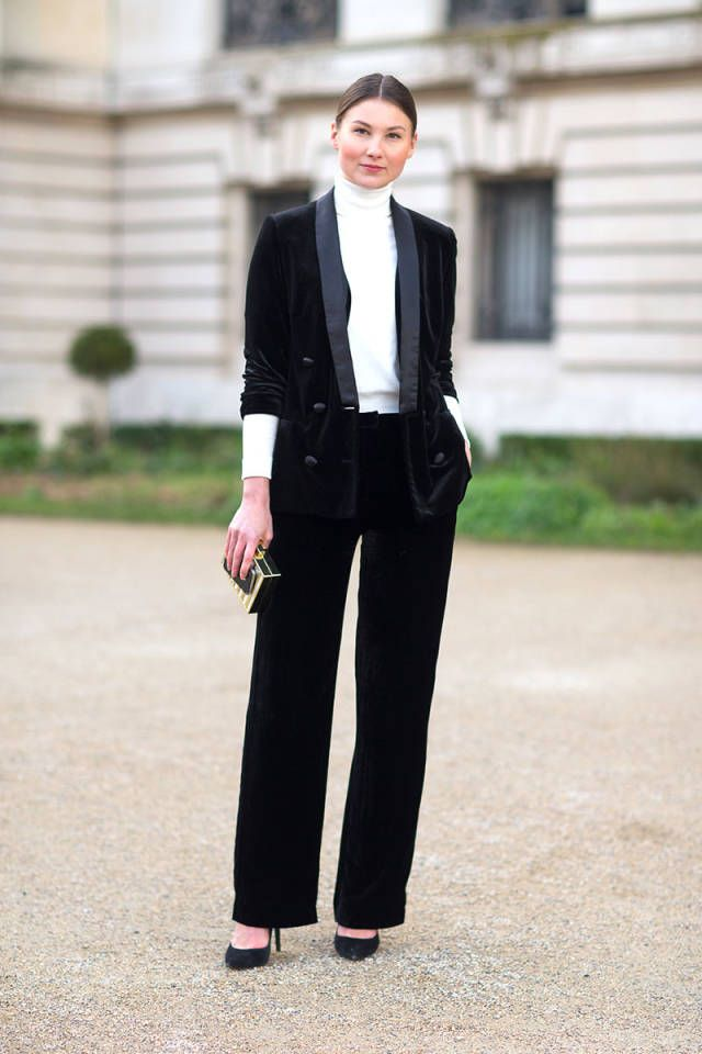 Street style pictures are in from Paris Fashion Week! Click for more!