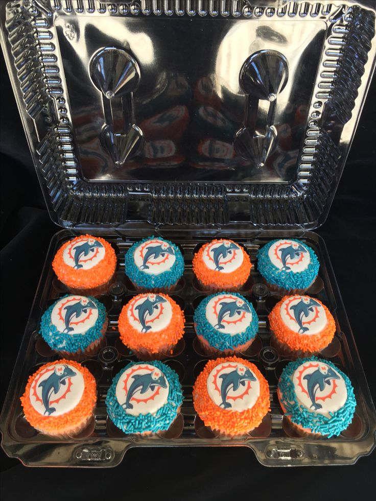 Miami Dolphins cupcakes