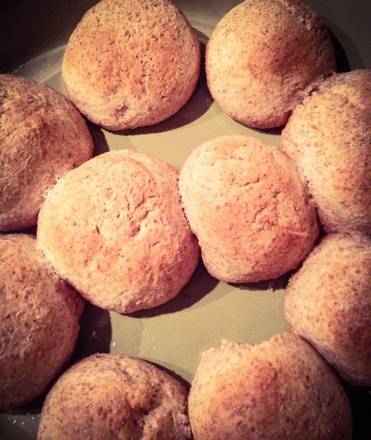 Doughballs had ik al een paar keer voorbij zien komen op Pinterest. In het Nederlands kon ik eigenlijk niet echt een recept vinden. Ik bleef nieuwsgierig, vooral omdat ze vaak gegeten worden met kn…
