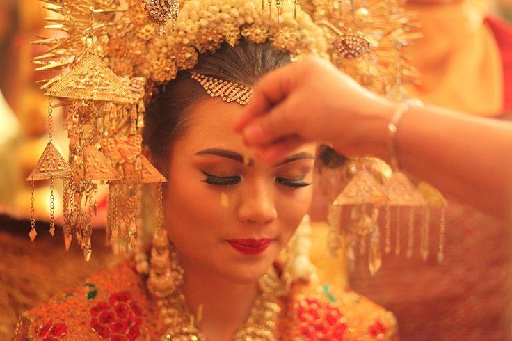 Minangnese wedding details | Wedding Shot List: Scrumptious Food and Delightful Drinks | http://www.bridestory.com/blog/wedding-shot-list-scrumptious-food-and-delightful-drinks