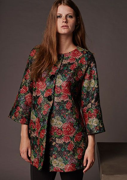 Impressive printed jacket with flowers in bright colors with large black buttons and neckline