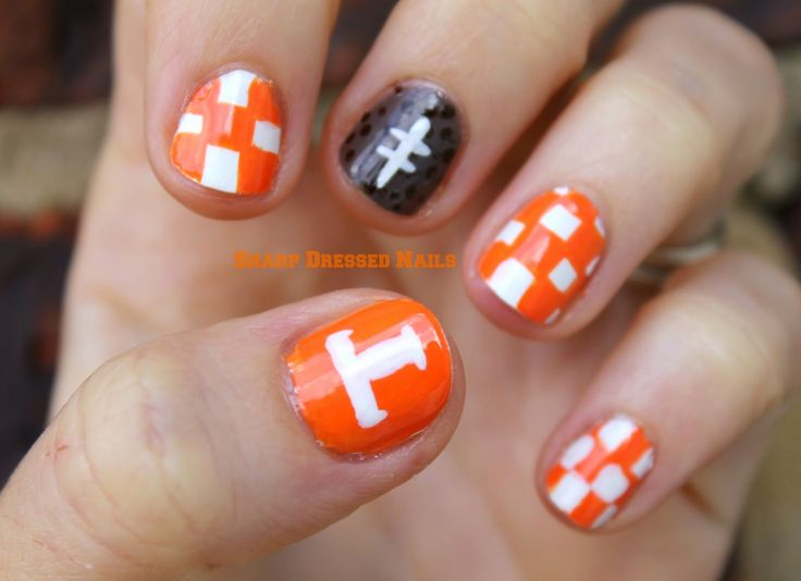 Sharp Dressed Nails: It's Football Time in TENNESSEE