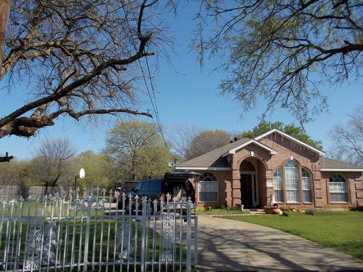Hermosa casa con jard n en dallas tx casas hermosas for Case con scantinati in texas