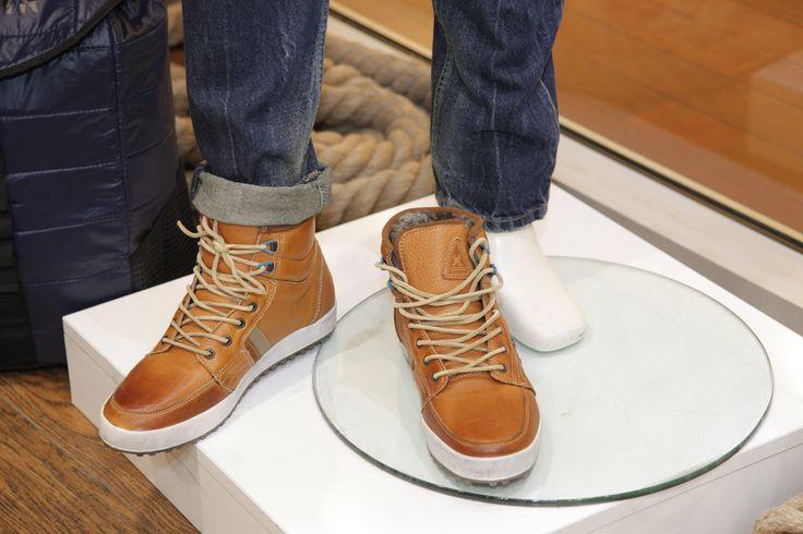 Simte confortul pantofilor sport Regiment in fiecare pas pe care il faci! Realizati din piele robusta pe exterior si blana falsa in interior, pantofii Regiment pentru barbati incanta si cele mai pretentioase simturi.