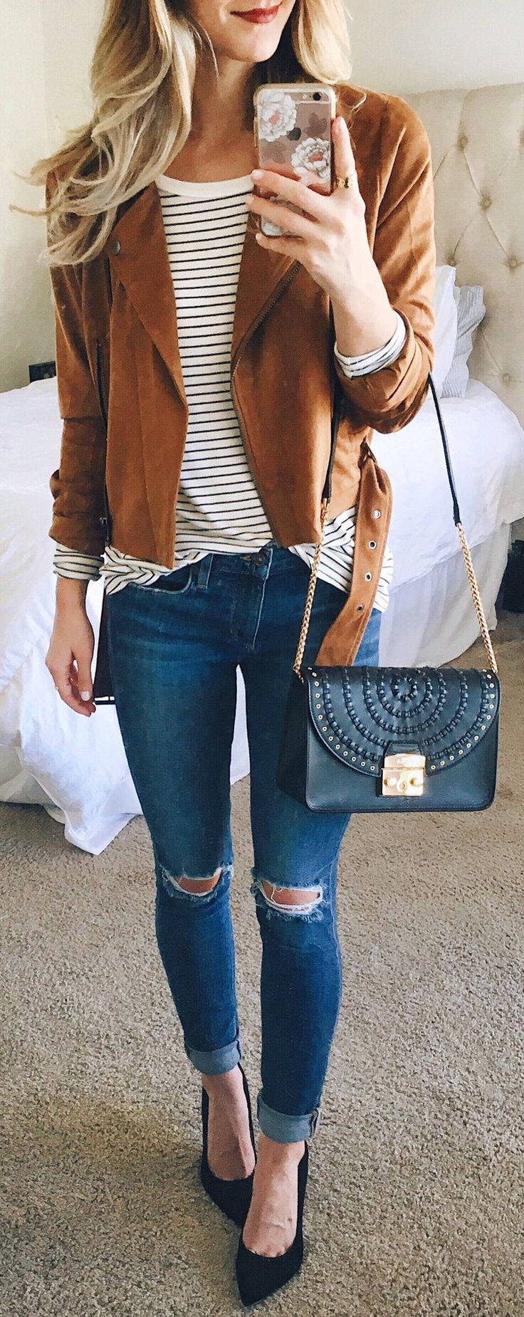 Brown Leather Jacket / Destroyed Skinny Jeans / Black Leather Shoulder Bag / Striped Top / Black Pumps