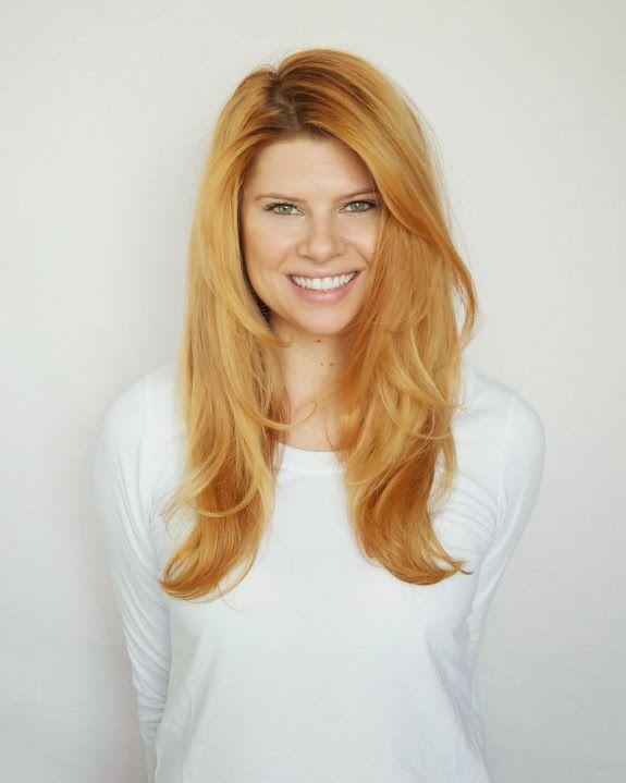 A CUP OF JO: How to blow dry your hair like a hair stylist - and i love that hair color!