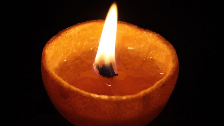 Como fazer uma vela artesanal usando apenas uma laranja e um pouco de óleo de cozinha. Experimento de física e biologia.