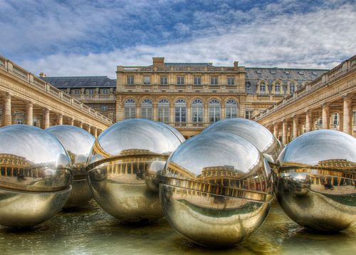 Palais Royal Why do the French insist upon cluttering up open spaces???