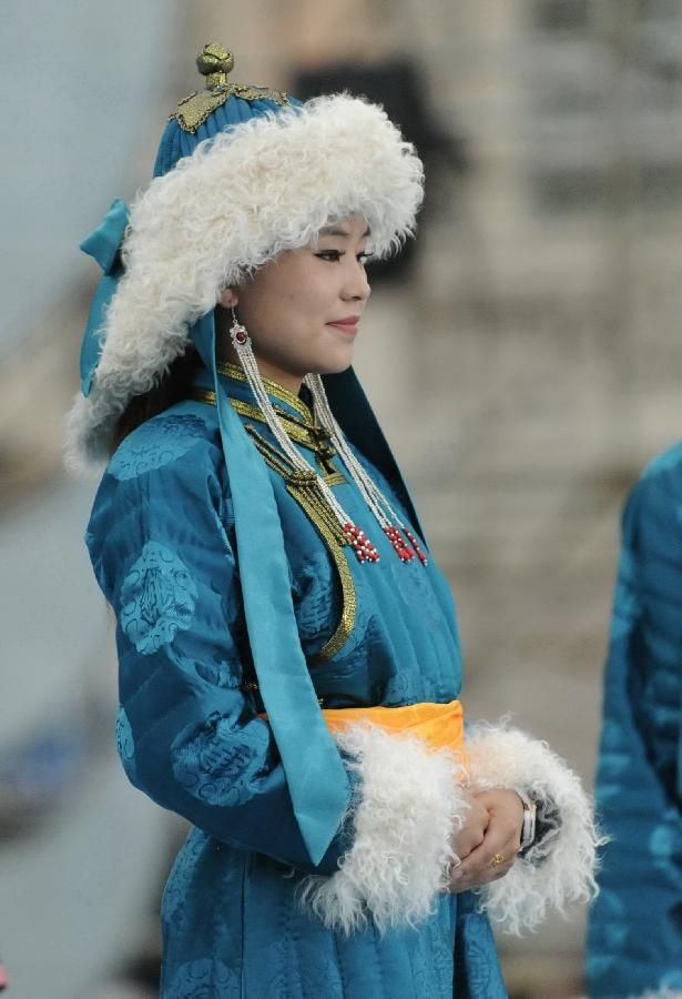 Yet another Mongolian costume for a competition. I REALLY like this one.