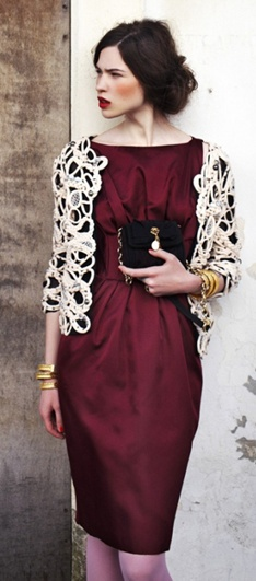 simply beautiful - best color dress hands down for 12 and 2013 for brunettes, pale skin ....make up is very complimentary in this particular case.