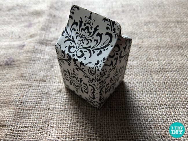 Cómo hacer una cajita con forma de tetrabrick para envolver regalos  #diy #handmade #manualidades