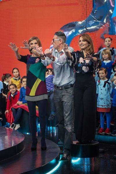 """Sabrina Simoni,direttrice del Piccolo Coro """"Mariele Ventre"""" dell'Antoniano di Bologna, indossa laviniaturra. Blouse di seta stampata A/I 2014-15 e pantalone palazzo A/I 2013-14."""