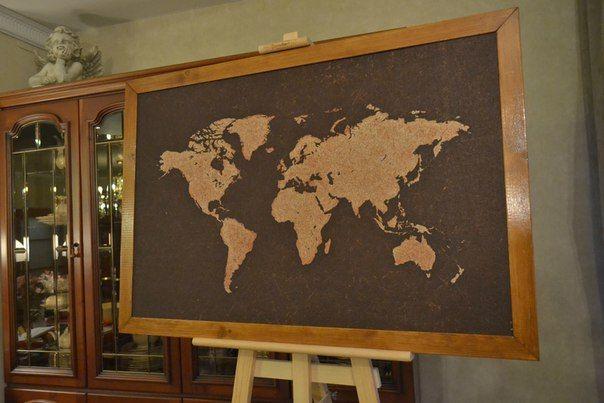 """Пробковая доска 95*65 см. """"Карта мира"""" с рамкой орехового цвета."""