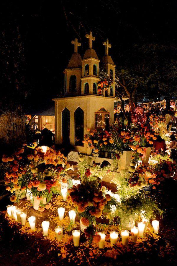 Day of the Dead, Patzcuaro region, Michoacan, Mexico/ Día de muertos linda celebración en México
