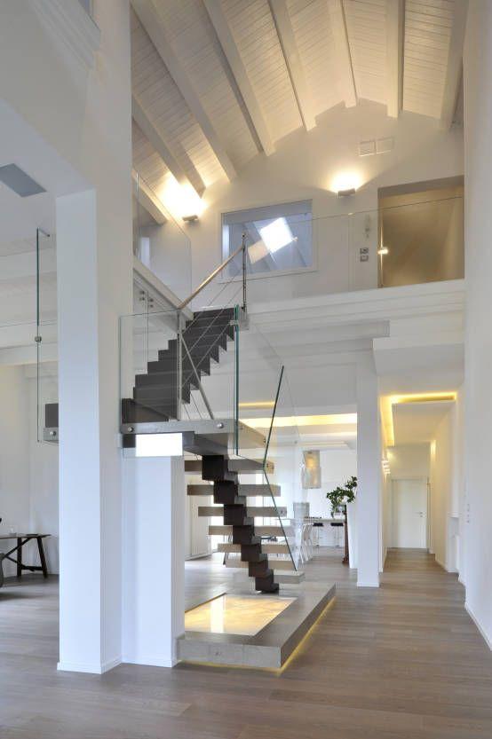 CASA ALBEGA Ristrutturazione di un appartamento su due livelli : Scale di INO PIAZZA studio