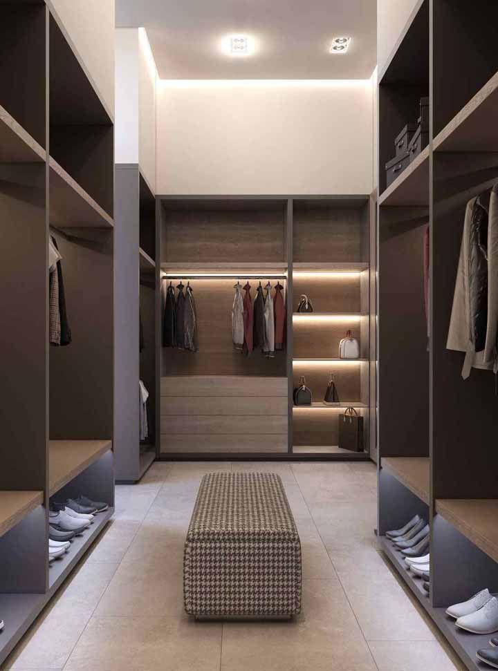 Para o formato do closet, um puff baú
