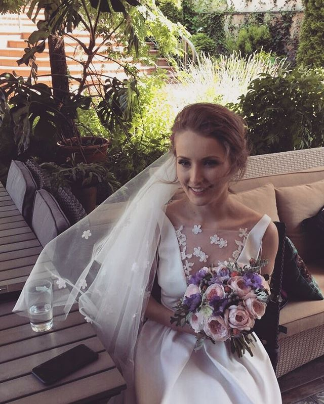 One more #happy #Raquette #Bride 💍 #bridal #gown #white#dress #wedding #bridesmaid #brideslove #maisonraquette