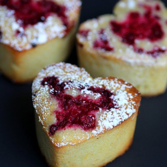 Super moist and moreish French almond friands with vanilla and raspberry. Show your loved one you made an effort! (Then enjoy them too.)