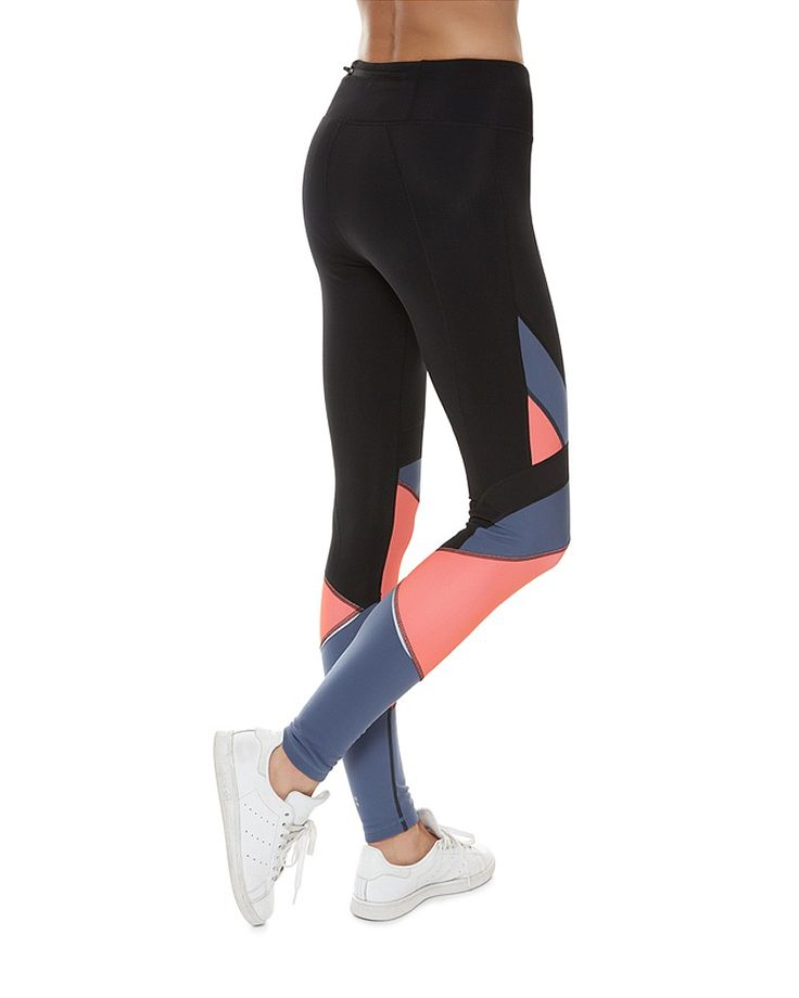 These technical leggings take thermal to a new level with colour pop panelling. Constructed in thermal fabric that holds in just the right amount of warmth, while helping to enhance breathability when you sweat. Style with black separates or the matching Thermodynamic Run Top.