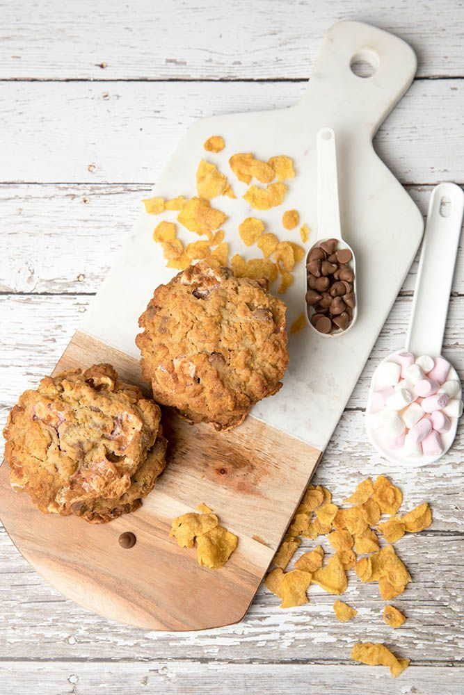 The Momofuku Cornflake Cookie recipe inc cornflakes, choc chip & mini marshmallows for a truly decadent treat. #Thermomix #cookie #Lunchbox via @thermokitchen