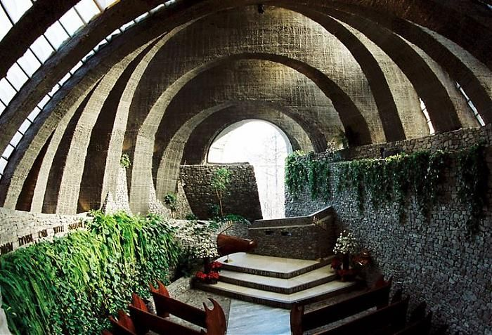 The Stone Church in Karuizawa is created around the 5 elements of stone, wood, sunlight, green, and water to bring the church into harmony with nature.