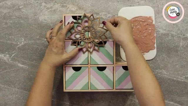 Cómo pintar una cajonera paso a paso con Maria Marta Pierrotti y Expohobby TV Cinnamon Sticks, Tv, Blog, Crafts To Make, How To Paint, Wood Crafts, Drawer Unit, Diy Decorating, Television Set