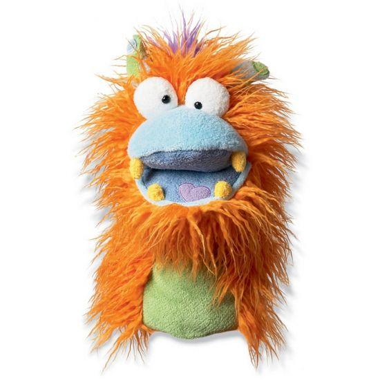 Pluche handpop Fuzzy Wuggs Boylie. Deze pluche monster handpop met hoortjes, warrig oranje haar en hartje in zijn blauwe mond heeft een formaat van ongeveer 20,25 x 12,75 x 28 cm.