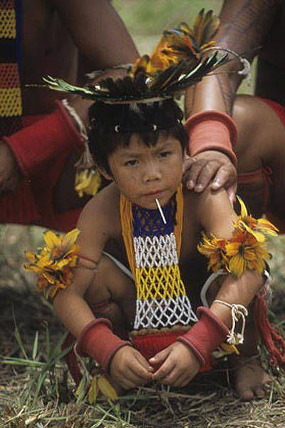Criança Tapirapé (TO) no VII Jogos Indígenas, Porto Seguro, BA, 2004