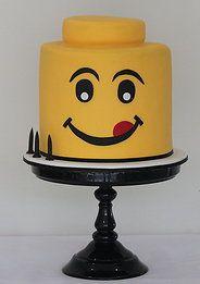 LEGO Cake wow : chocoladebiscuit met chocomousse met stukjes hazelnoot en een laag fudgeroom