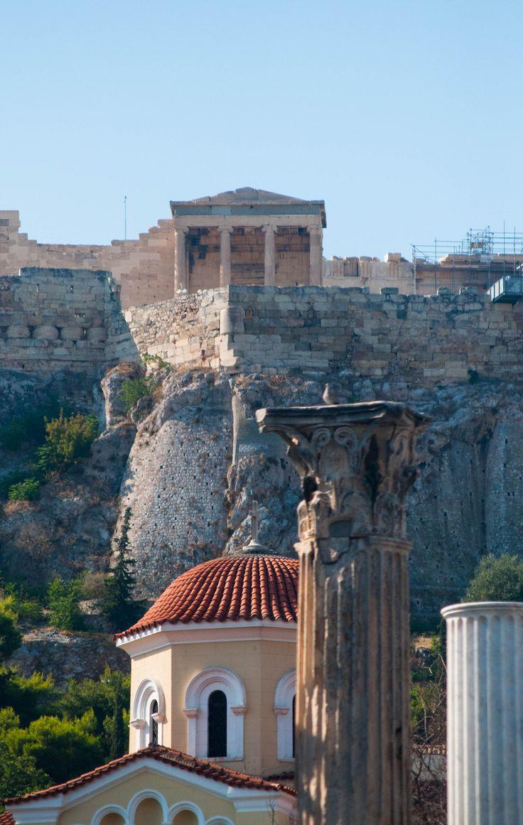 Atene - Platia Monastiraki sovrastata dall'Acropoli